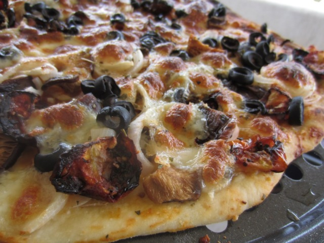 Pizza - sundried tomatoes, mushroom, onion, mozzarella, dried basil