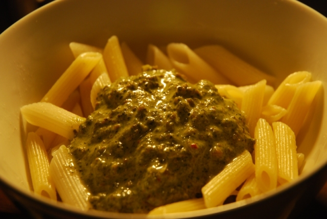 Penne with spinach and minced meat