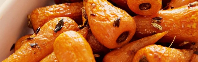 Roasted carrots with fennel and thyme