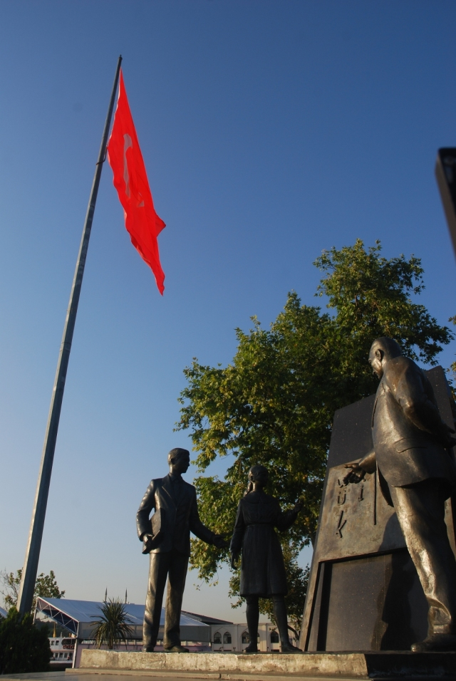Statue of Ataturk greeting children - Asian side near ferry